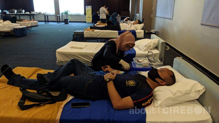 Bantu Persediaan Darah PMI, Aston Cirebon Gelar Donor Darah