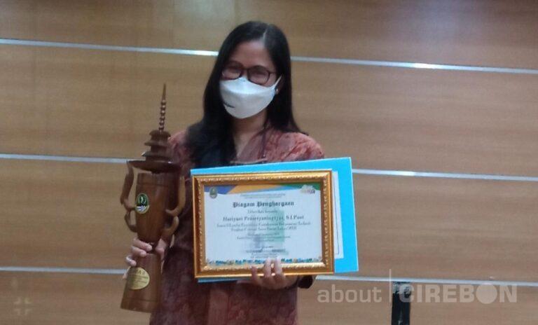 Kecintaan Hariyani Prasetyaningtyas terhadap Dunia Perpustakaan Membuahkan Banyak Prestasi